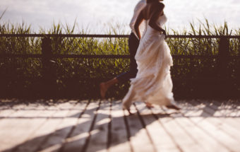 barefoot wedding couple at Federsee